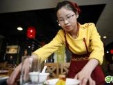 女硕士当饭店服务员 称只因喜欢简单